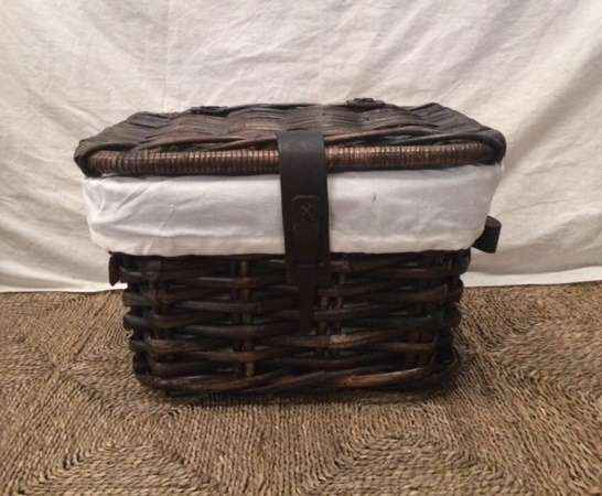 Rect.-Chest-with-Leather-Straps-2-norm